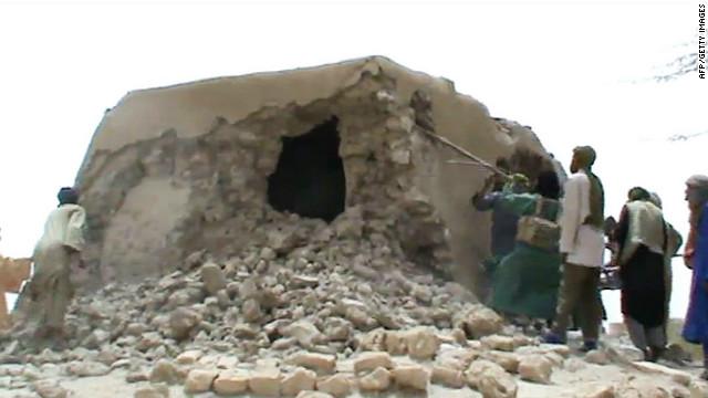 120702063909-mali-timbuktu-shrine-destroyed-story-top
