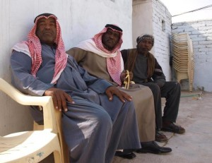 AFRICAN-IRAQI-MEN-IN-SOUTHERN-IRAQ-2-300x231