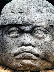 AN-OLMEC-HEAD-IN-MEXICO-WITH-CLEAR-AFRICAN-FEATURES-225x300