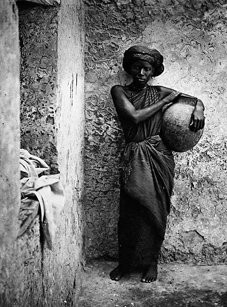 Servant_or_slave_woman_in_Mogadishu