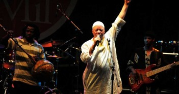 salif-keita-in-performance