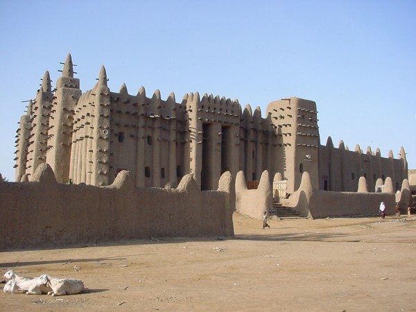 Great_Mosque_of_Djenné_1-600x450