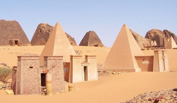 Nubia_Meroe_Pyramids